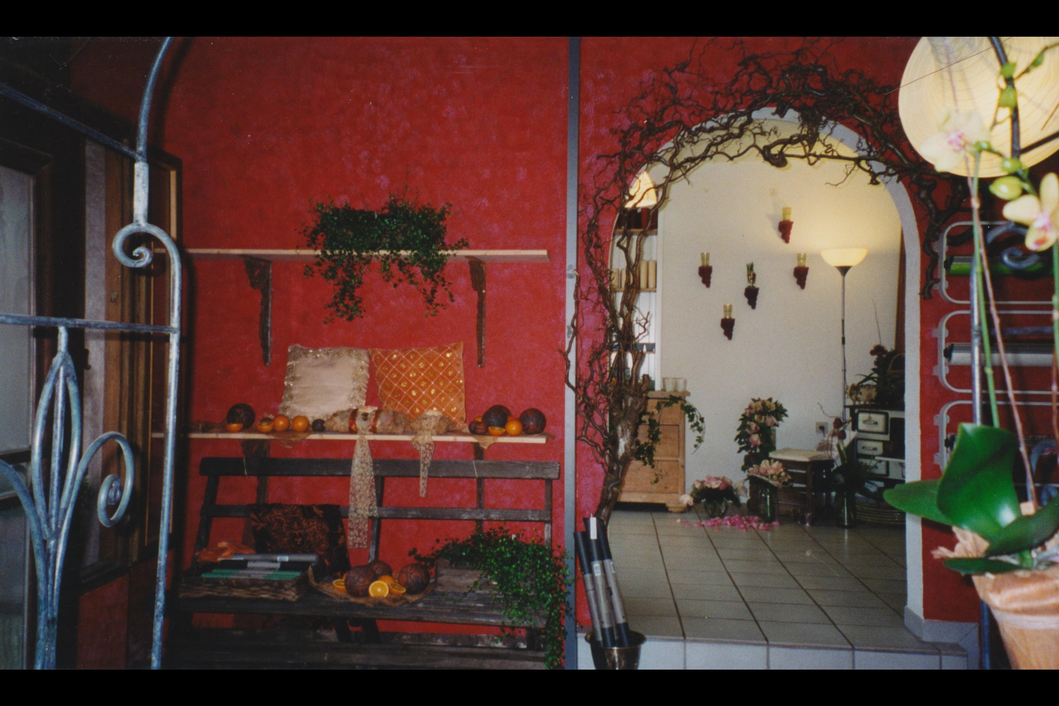10_Eingang_Ausstellung_OestlicherRaum Kugrl aus Ton